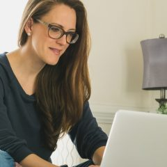 woman-using-laptop-computer_t20_OppW7O